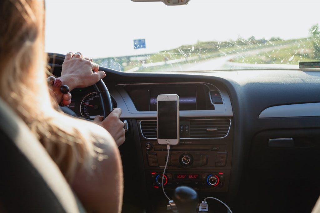 Super Smartphone Apps for Safer Driving